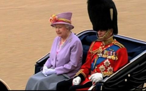 Veja a relação de William com seus avós, a rainha Elizabeth II e o príncipe Phillip