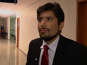 Advogado Thiago Huascar defende o suposto serial killer em Goiânia, Goiás (Foto: Reprodução/TV Anhanguera)