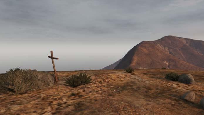 Cruz próxima ao farol causou curiosidade (Foto: Reprodução)