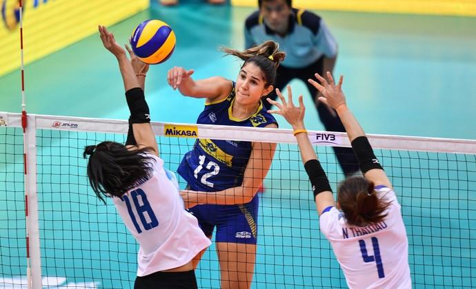 Natália encara bloqueio da Tailândia no Grand Prix (Foto: FIVB)