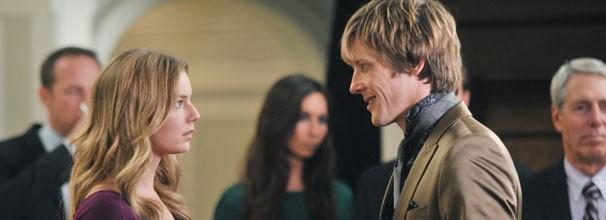 Emily convence Nolan a hackear a conta dos Grayson (Foto: Divulgação / Disney Media Distribution)