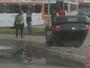 Carro capota após bater em outro veículo em Taguatinga Sul, no DF