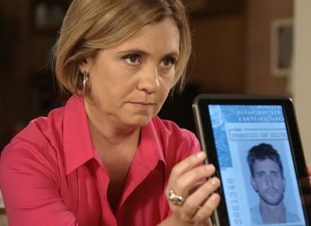 Inês insinua que Murilo é bandido