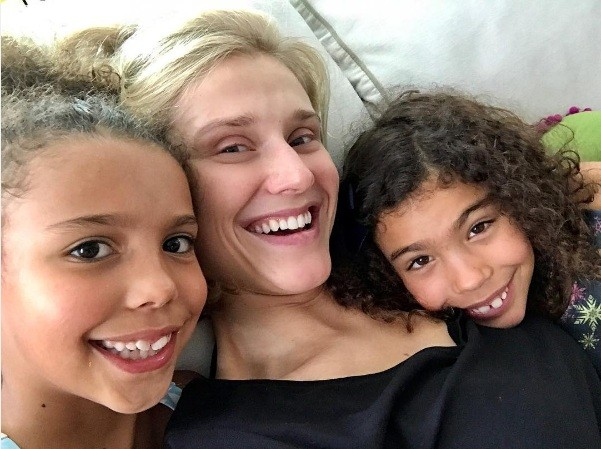 Celina Locks com as filhas de Ronaldo (Foto: instagram)