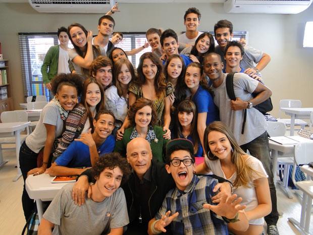 Thalita Rebouças e a galera do Colégio Quadrante na sala de aula (Foto: Malhação / TV Globo)