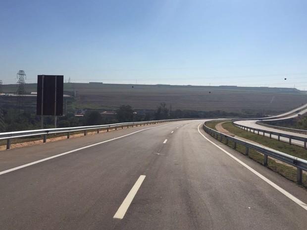 Trecho do anel viário de Piracicaba foi liberado para trânsito nesta segunda (27) (Foto: Marcello Carvalho/G1)