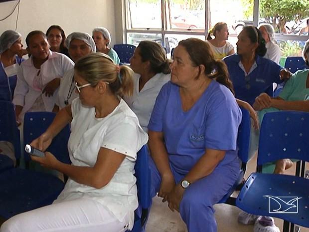 Servidores municipais de Bacabal reivindicam o pagamento de três meses de salários atrasados (Foto: Reprodução/TV Mirante)