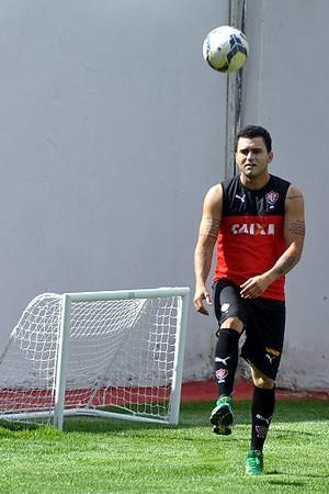 Neto Coruja, volante do Vitória, durante treinamento na Toca do Leão (Foto: Divulgação/E.C. Vitória)