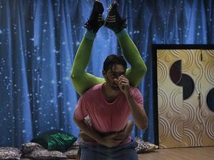 Giba se dedica a ensaio com Camila Lobo (Foto: Artur Meninea/TV Globo)