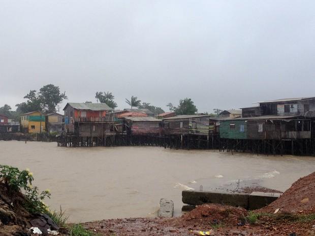 Pelo menos 200 casas corem risco de desabar, diz Defesa Civil (Foto: Jéssica Alves/G1)