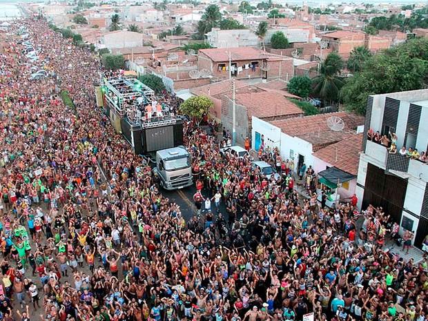 Carnaval de Macau, no litoral do RN, atrai milhares de foliões todos os anos (Foto: Canindé Soares)