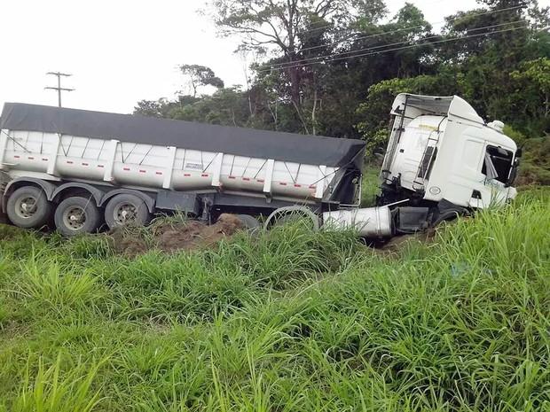 Motorista de carreta envolvida em acidente não se feriu (Foto: Vasni Anunciada/Arquivo Pessoal)