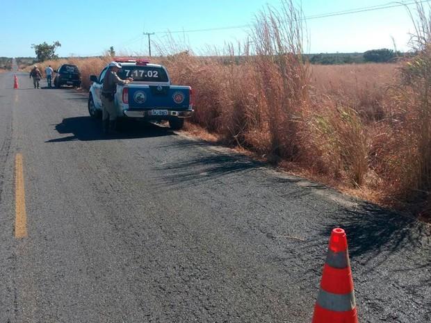Policiais militares estão no local do acidente (Foto: Ivan Gehlen/ Blog Braga)