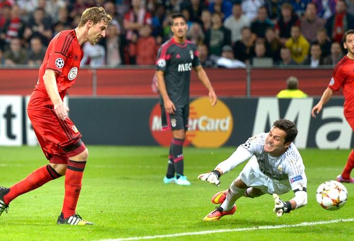 Julio Cesar, Benfica X Bayer Leverkusen (Foto: Agência AP)