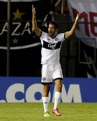 Roque Santa Cruz Olimpia Independiente Del Valle (Foto: REUTERS/Jorge Adorno)