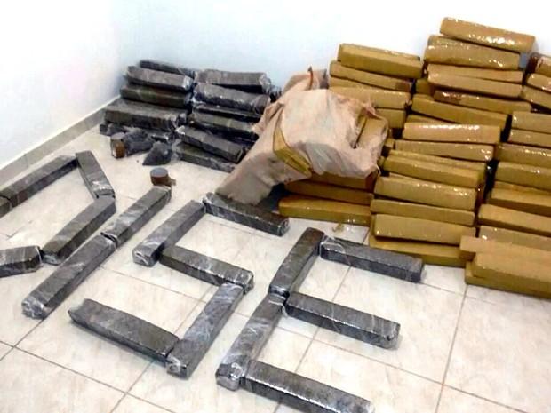 Drogas apreendidas pela Dise e a PM de Araraquara na operação (Foto: Reprodução EPTV)
