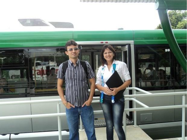 Os professores Allan e Fabiana conseguem economizar  (Foto: Allan Diego Batista/Arquivo pessoal)