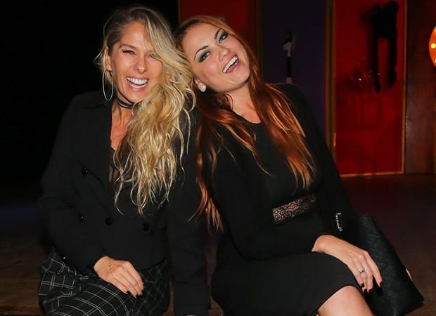 Adriane Galisteu com Ellen Rocche (Foto: Manuela Scarpa/Brazil News)