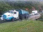 Acidente com caminhão deixa trânsito lento na Via Dutra, em Piraí
