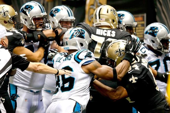 briga Saints x Panthers NFL (Foto: Reuters)