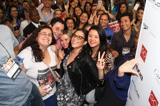 a5505b793 EGO - Wanessa faz a alegria de fãs em feira de óculos em São Paulo ...