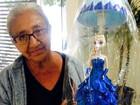 Aos 76 anos, artesã percorre bairros de MS com abajur da boneca Frozen