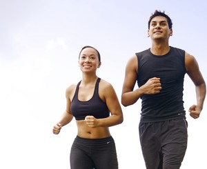 Homem e mulher correndo euatleta (Foto: Getty Images)