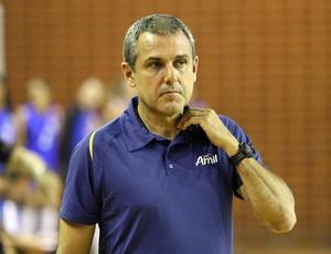 José Roberto Guimarães é o técnico de Campinas (Foto: Felipe Christ/Amil)