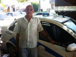 Seu Fernando trabalha como taxista há 35 anos (Foto: Fernanda Zauli/G1)