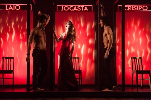 Erom Cordeiro, Carolina Ferman e Ravel Andrade na peça Laio e Crísipo (Foto: Divulgação)