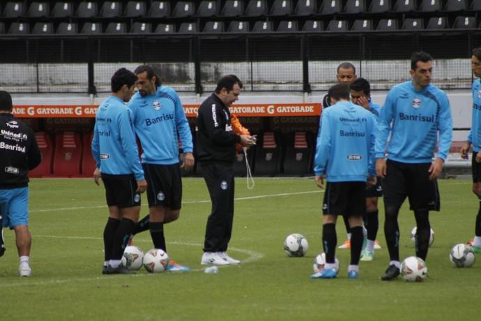 Técnico Enderson Moreira comanda treino em Rosário (Foto: Diego Guichard/GloboEsporte.com)