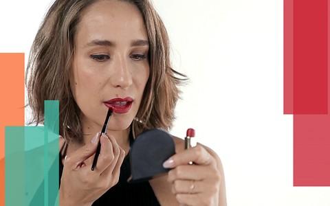 Maquiagem com batom vermelho: Paola de Orleans ensina a acertar na aplicação