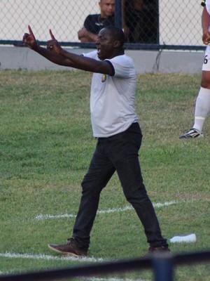 Valter Maranhão treinando o Timon (Foto: Wenner Tito )