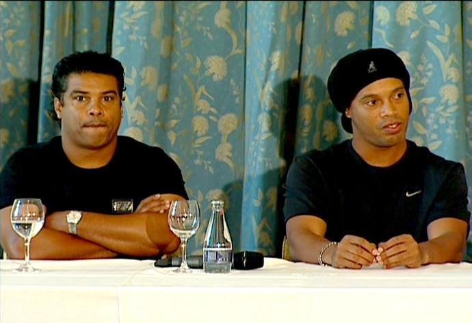 FRAME - assis Ronaldinho gaúcho coletiva (Foto: reprodução Rede Globo)
