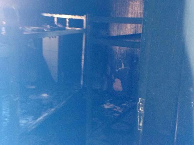 Cômodo de unidade de informação do DF atingido por fogo  (Foto: Corpo de Bombeiros DF/Divulgação)