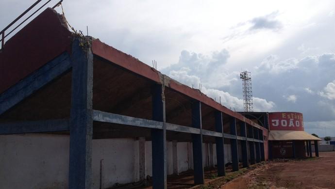 Estádio João Saldanha telhado destruído Rondônia (Foto: Júnior Freitas / GloboEsporte.com/ro)