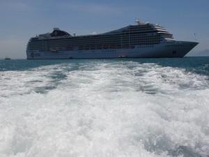 Imagem do navio, feita durante ida até cidade de Búzios.  (Foto: Alcinir de Jesus/VC no G1)