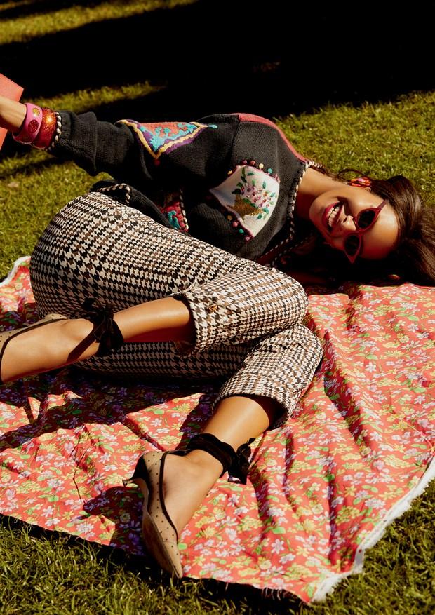Cardigã, Casa Juisi; calça, R$ 457, Lança Perfume. Sapatos, R$ 3.900, Christian Dior; bolsa, Hermès; óculos, R$ 698, Chilli Beans (Foto: Rafael Pavarotti)