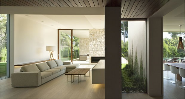 11 salas minimalistas e elegantes casa vogue ambientes for Sala casa minimalista