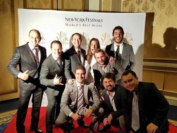Equipe se reúne para foto antes de premiação (Foto: Planeta Extremo)
