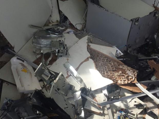 Caixas eletrônicos estavam desabastecidos de notas  (Foto: Reprodução/TV TEM)