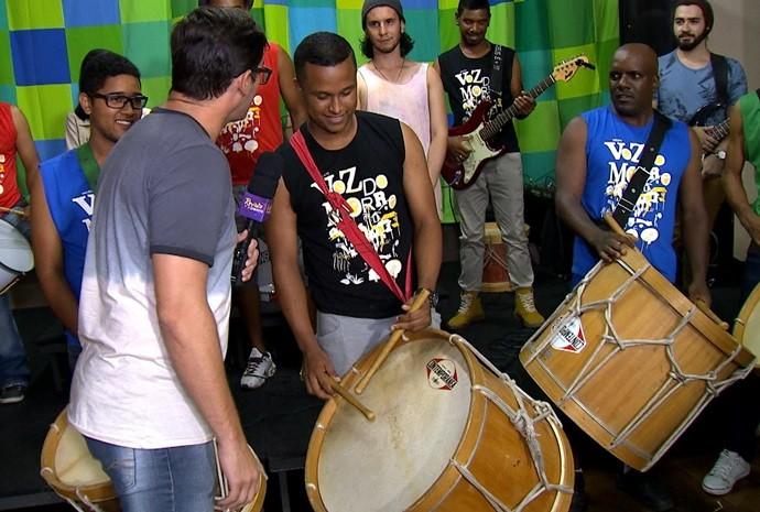 Alunos de diferentes idades compõe o grupo de músicos estudantes (Foto: Reprodução / TV TEM)