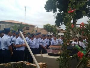 Cabo da aeronáutica foi enterrado com honra militar na Bahia (Foto: Taisa Moura/TV Santa Cruz)