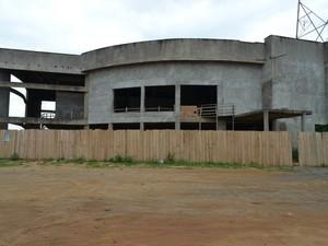 População cobra conclusão de obras paradas em Ariquemes, RO (Foto: Eliete Marques/ G1)