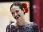Juliana Paiva distribui sorrisos e faz graça em ensaio do paso doble