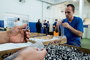 EM RECUPERAÇÃO Canteiro de trabalho da Penitenciária Industrial de Joinville. As condições dos presos são mais humanas (Foto: Caio Cezar/ÉPOCA)