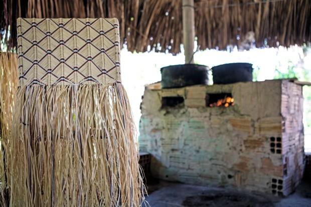 Trançado. Bolsa de fibra de buriti, 30 x 22 x 8 cm, R$ 345 (Foto: Kenji Nakamura / Divulgação)