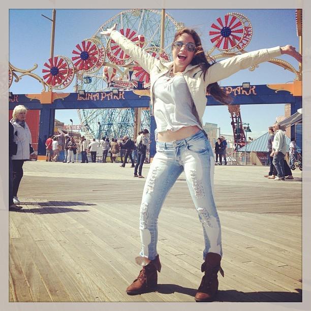 Maria Melilo posa em  Coney Island  (Foto: Reprodução/Instagram)
