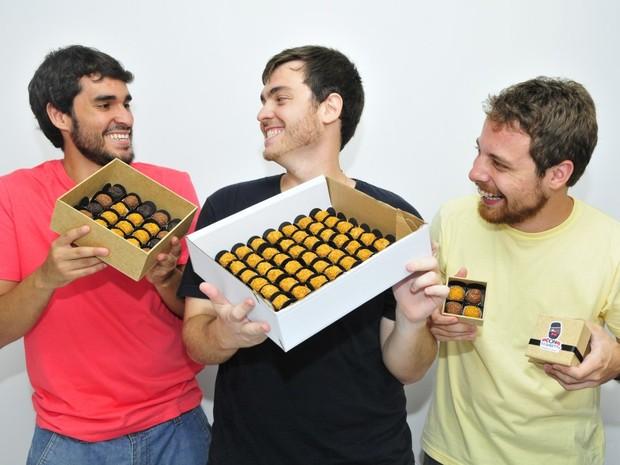 Amigos criaram logo após fazerem um curso de brigadeiro gourmet (Foto:  Guilherme Ferrari/ AGazeta)