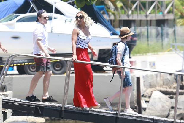 Valesca Popozuda e Ellen Page gravam no Marina da Gloria, RJ (Foto: Dilson Silva/ AgNews)